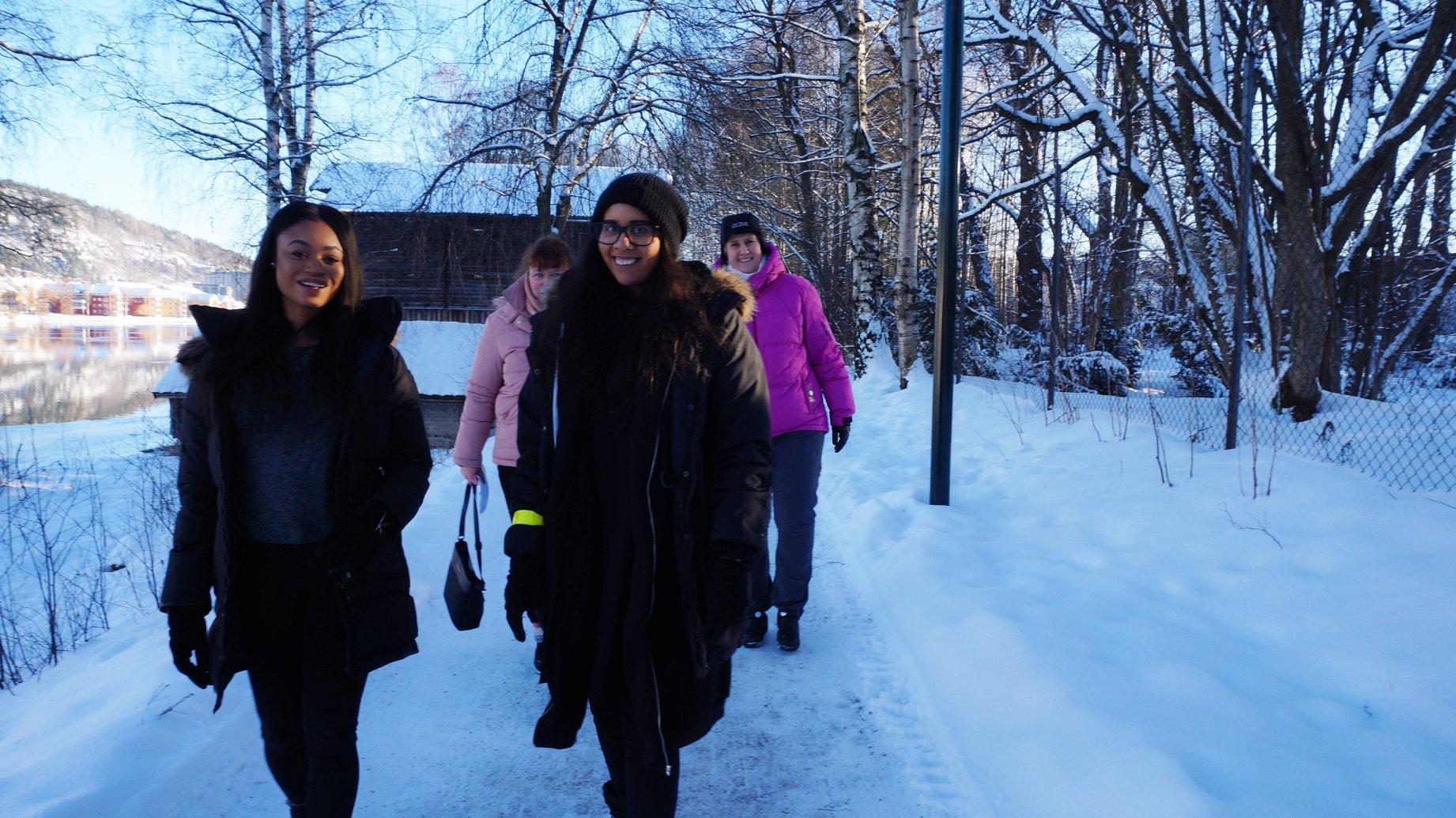 Langs Drammenselva i gnistrende vintervær